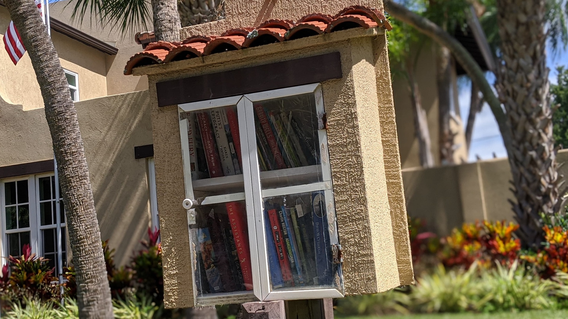 Small Library HONNA